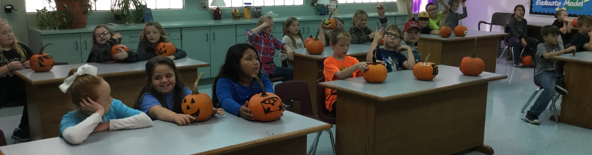 JPE kids enjoy pumpkin day.