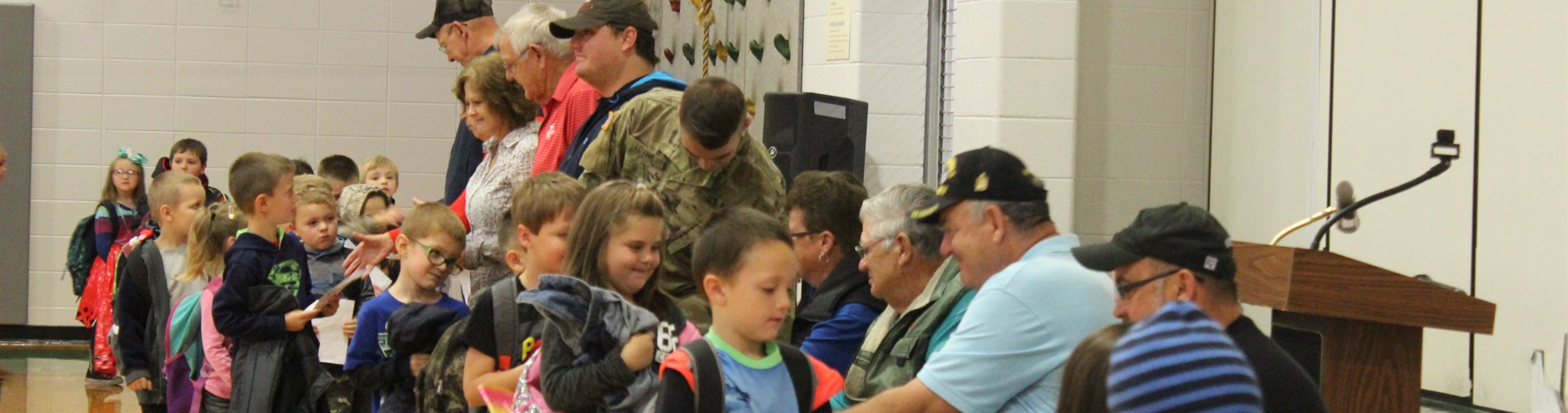 JPE kids with veterans.